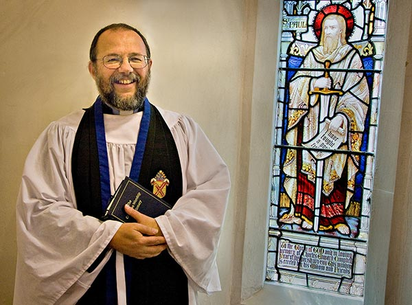 Vicar Colin Travers Retires